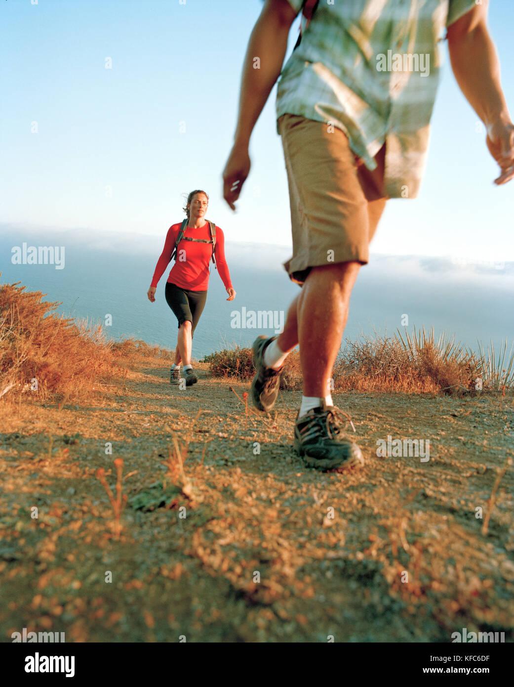 USA, California, Malibu, hiking the coastal Chumash Trail above the Pacific Ocean, Point Mugu State Park - Stock Image