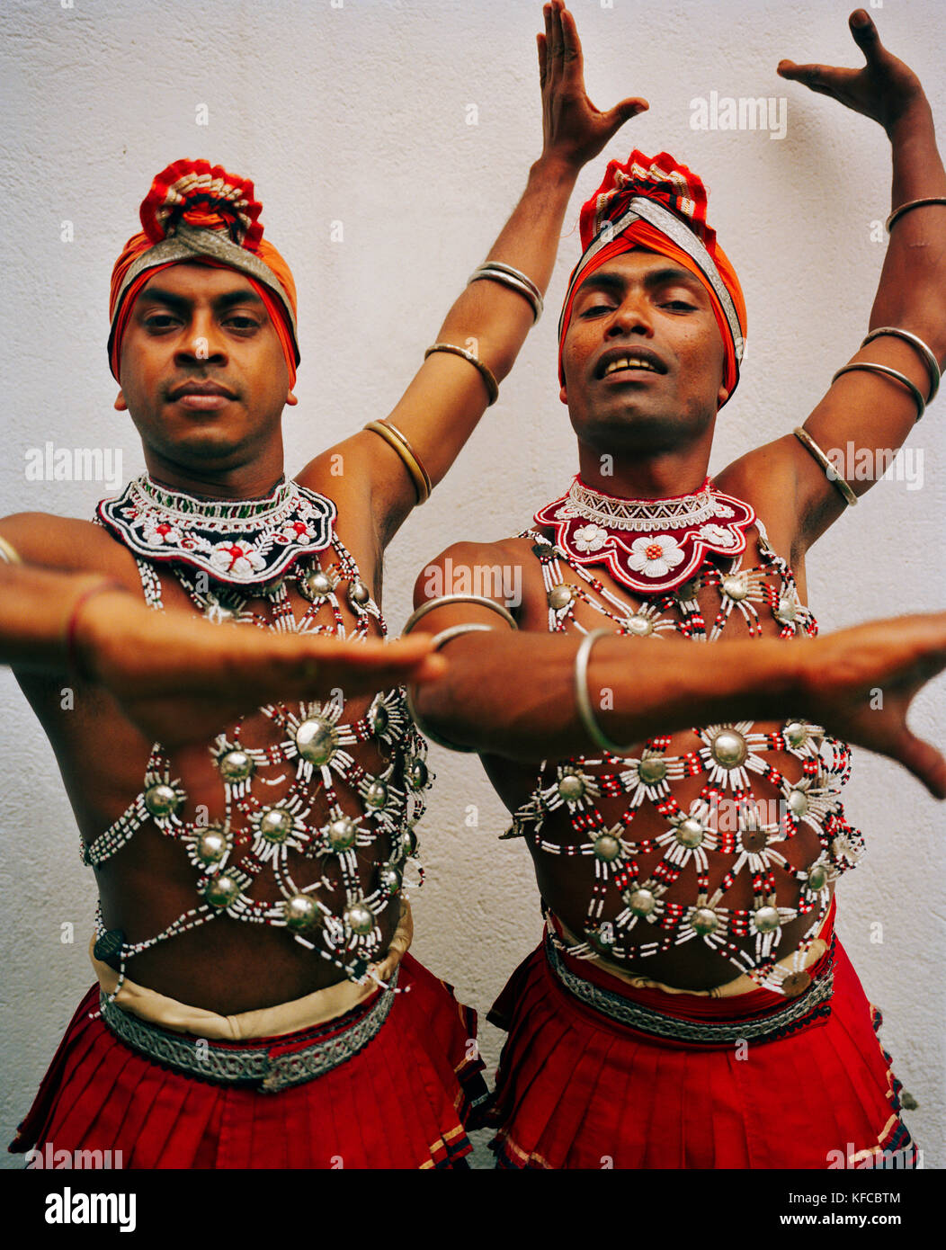 traditional dancing in sri lanka Concept of dancing in sri lanka originated in fear of natural power which people regarded as the supernatural building dance in sri lanka.