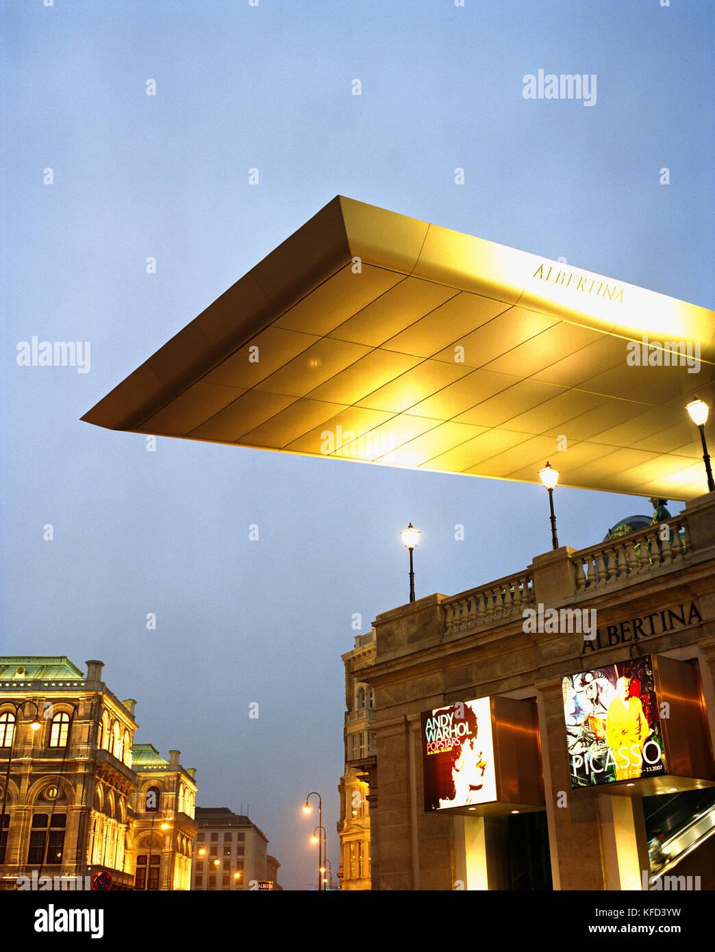 AUSTRIA, Vienna, The Albertina Museum at night - Stock Image