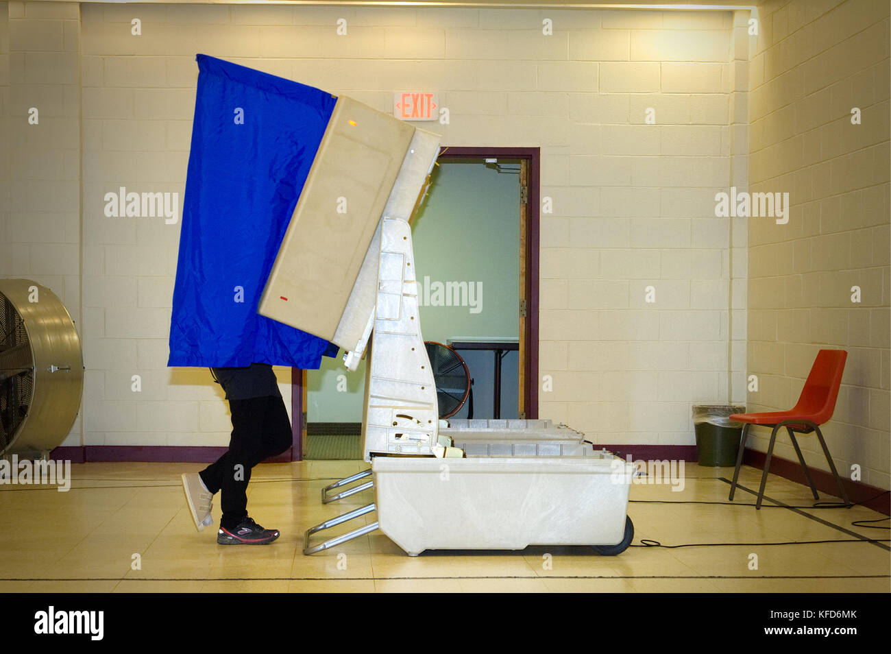 Voter casts a vote at an electronic voting machine at a polling station in Philadelphia, PA. - Stock Image