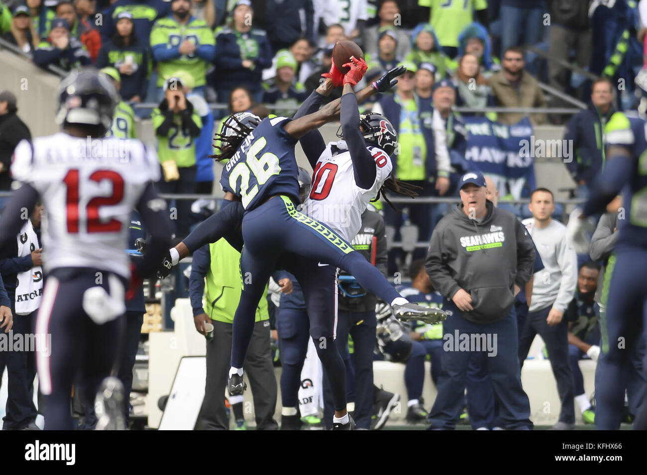 Seattle, Washington, USA. 29th Oct, 2017. Seattle's SHAQUILL GRIFFIN (26) and Houston's DeANDRE HOPKINS (10) go Stock Photo