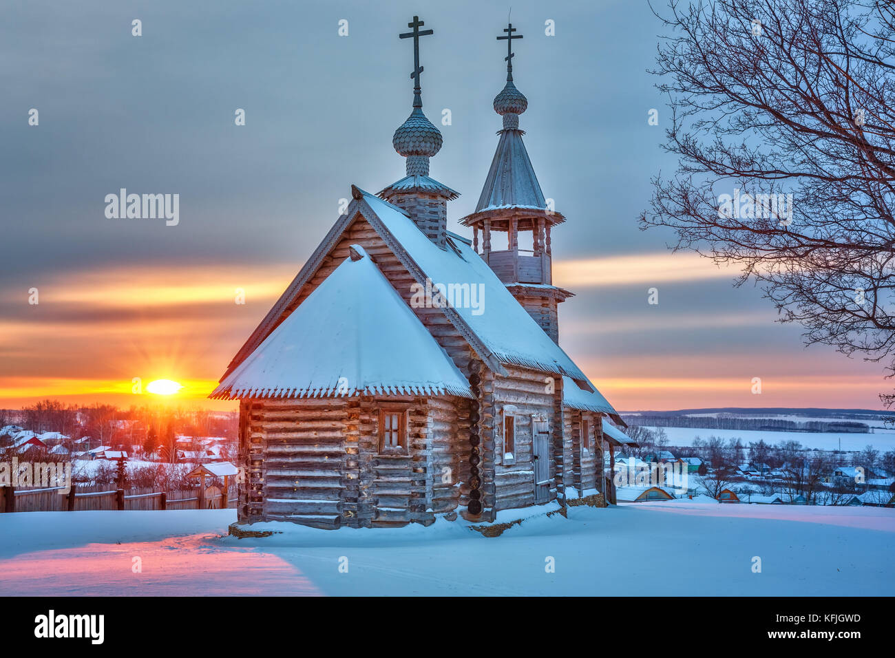 Small russian church at sunset in winter - Stock Image