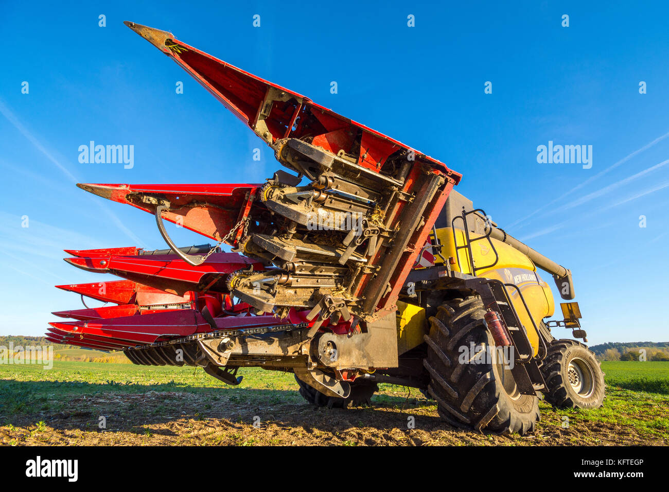 Underneath of Capello 960 maize cutting head on New Holland CR9080 combine harvester - France. - Stock Image