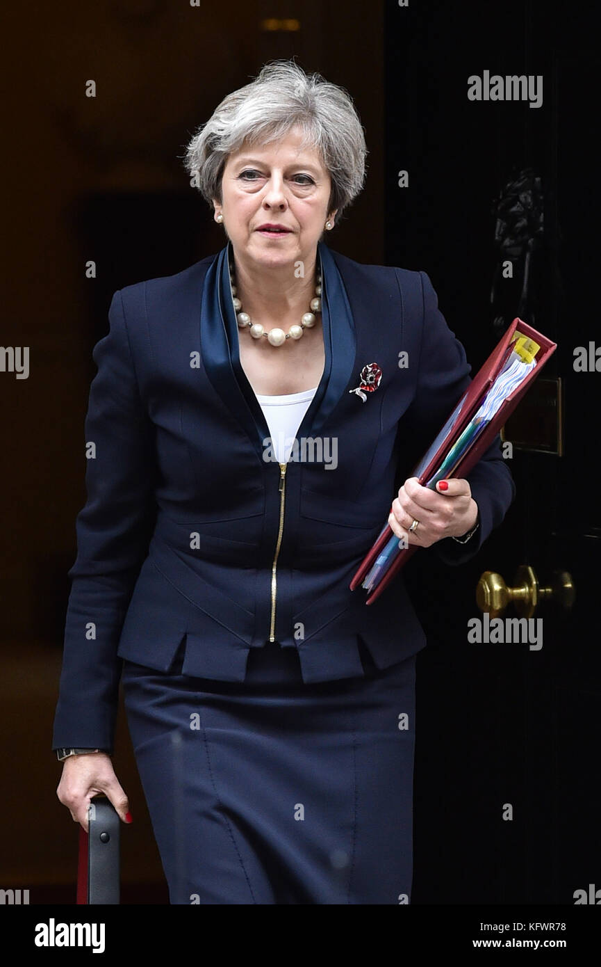 London, United Kingdom. 01st Nov, 2017. UK Prime Minister Theresa May leaves 10 Downing Street bound for the House - Stock Image