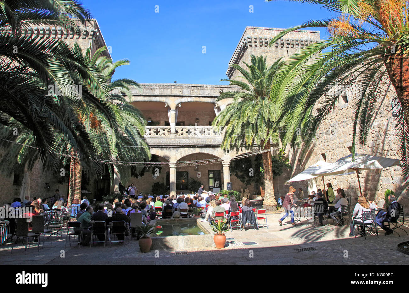 Extremadura spain castle stock photos extremadura spain - Parador de jarandilla de la vera ...