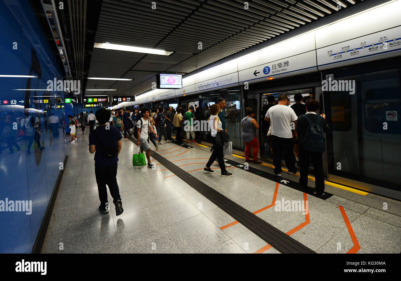Commuters waiting on the Island line MTR platform in Admiralty station. - Stock Image