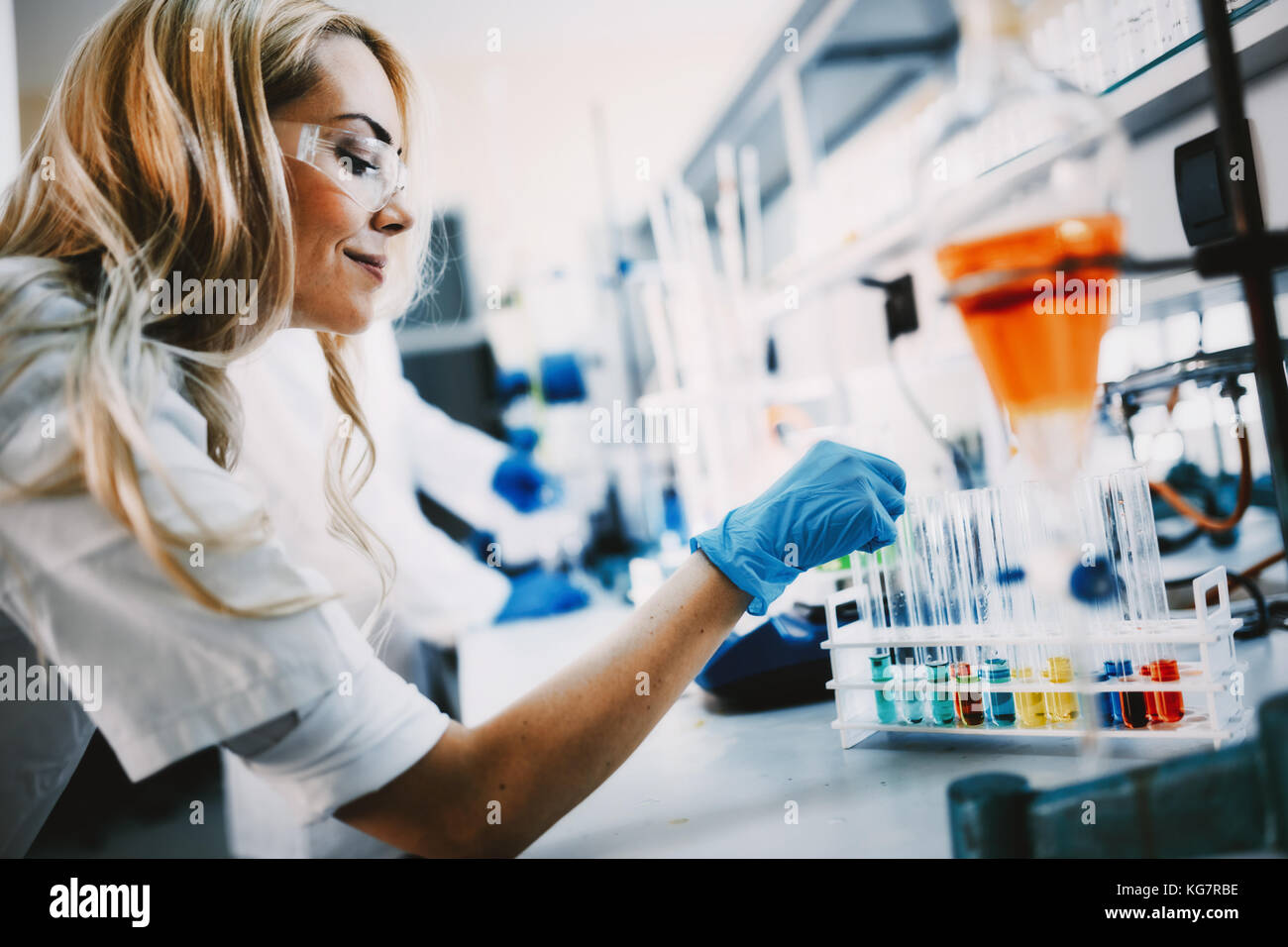 Female student of chemistry working in laboratory - Stock Image