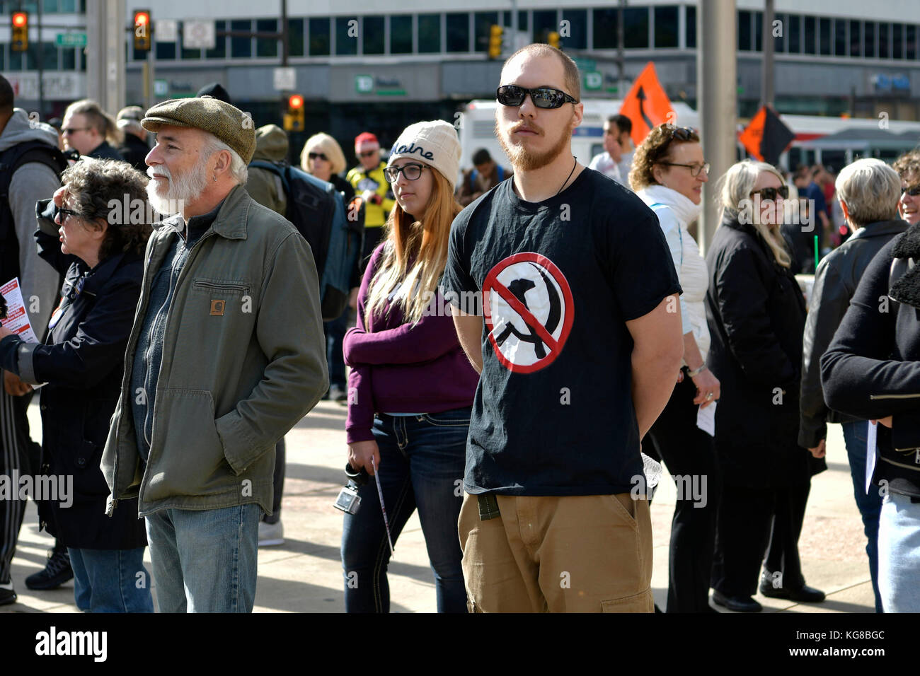 Philadelphia, United States. 04th Nov, 2017. An unidentified counter protestor stands in the crowd at a Refuse Fascism - Stock Image