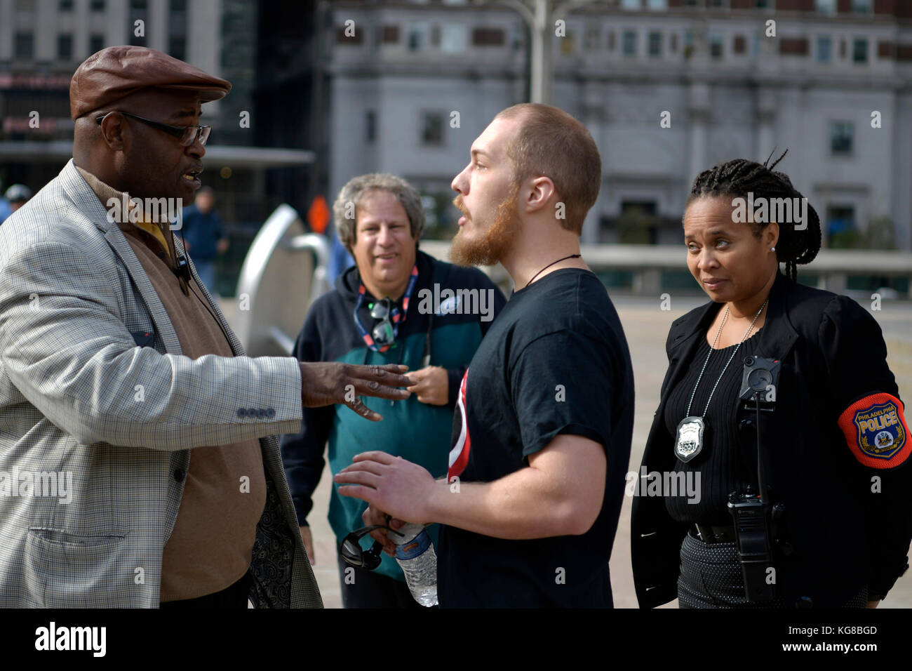 Philadelphia, United States. 04th Nov, 2017. Officers of the Civil Affairs unit speak to an unidentified counter - Stock Image