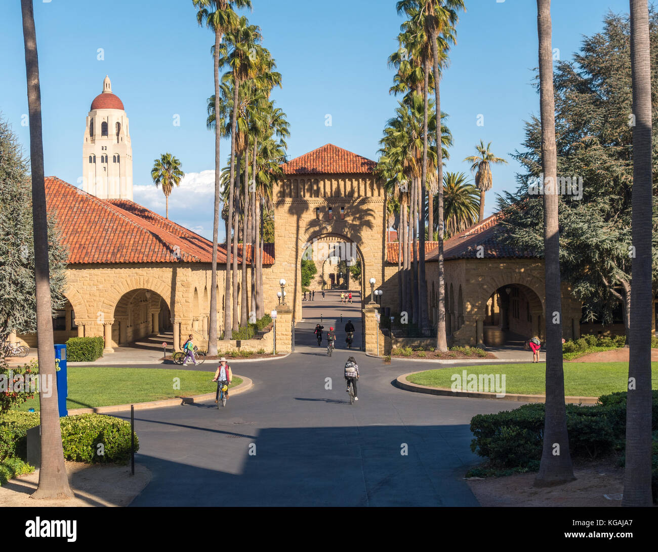 stanford-university-gates-to-the-main-quad-on-the-east-west-axis-lomita-KGAJA7.jpg