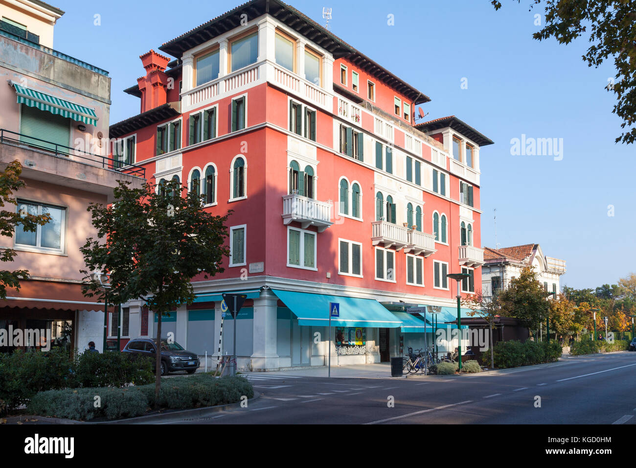 Venice autumn stock photos venice autumn stock images for Apartments with shops below
