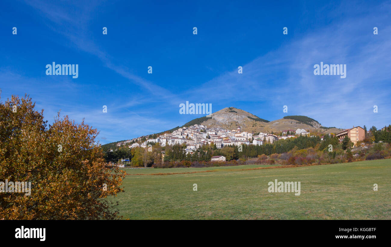 Rivisondoli (Abruzzo, Italy) - Landscape of the little pictoresque town in Abruzzo, Italy - Stock Image