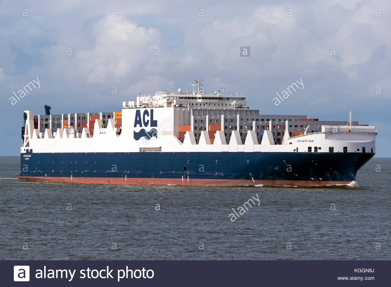 The Con/Ro vessel ATLANTIC SUN is passing the port of Cixhaven on the Elbe river - Stock Image