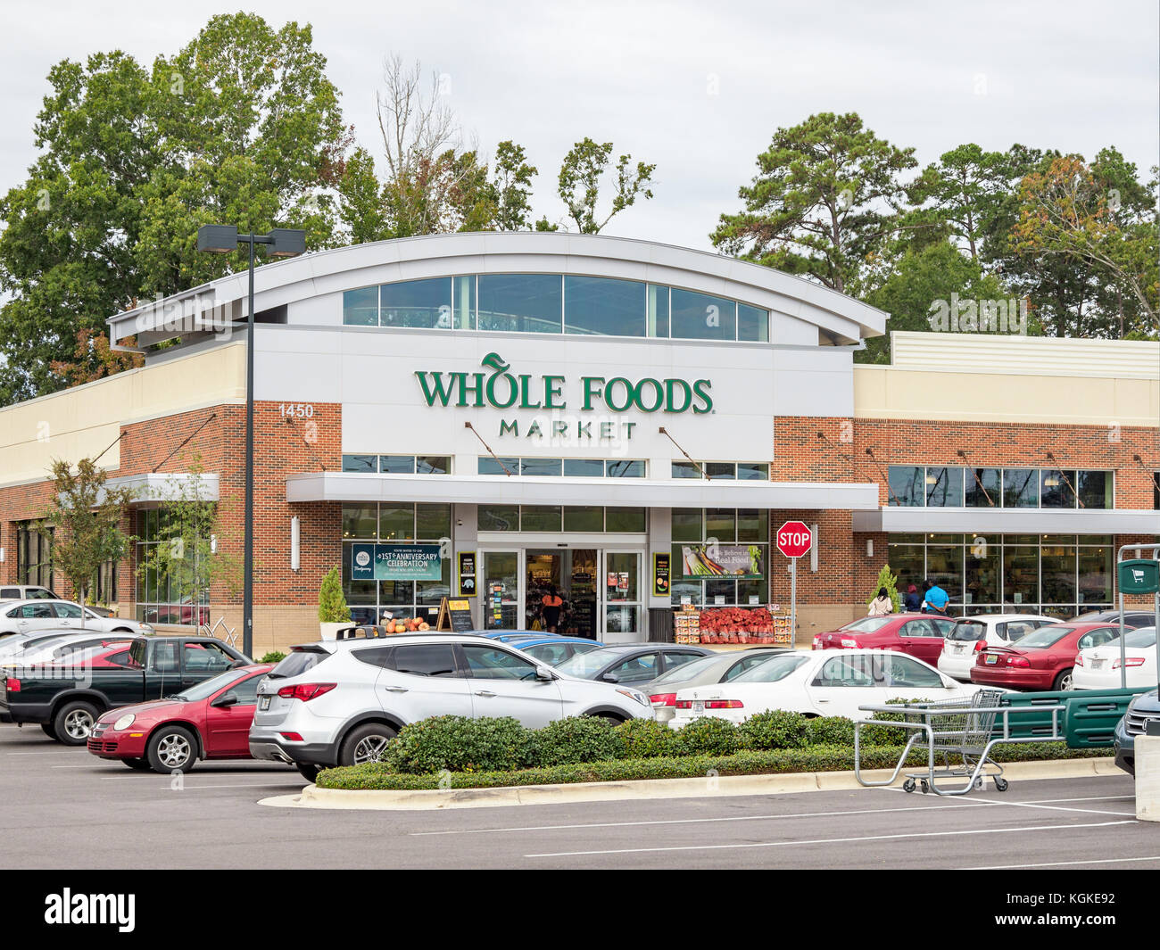 Whole Foods store at Chase Corner, Montgomery, Alabama USA is new grocery store for this small market. - Stock Image