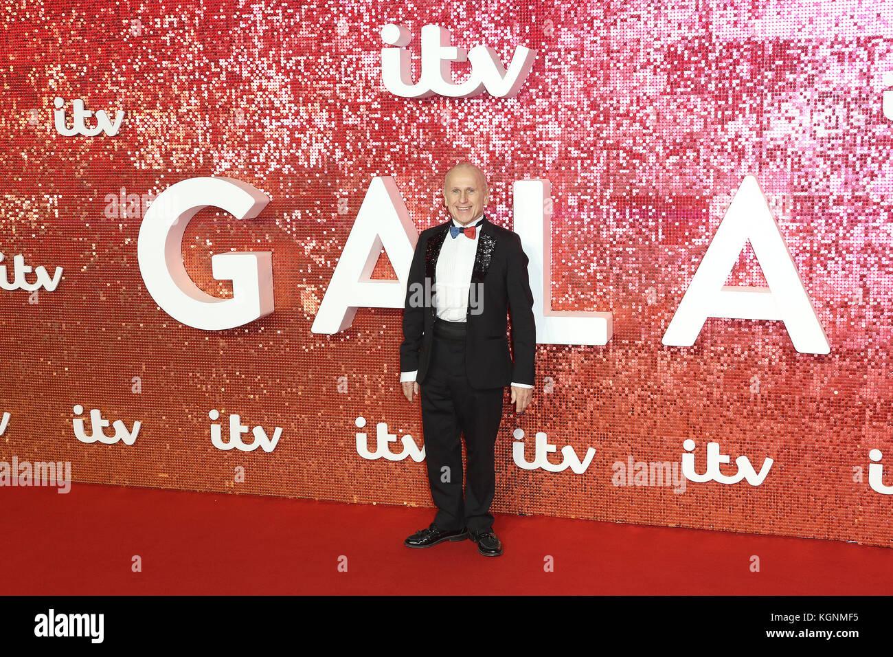London, UK. 9th November, 2017. Wayne Sleep, ITV GALA, London Palladium, London, UK. 09th Nov, 2017. Photo by Richard - Stock Image