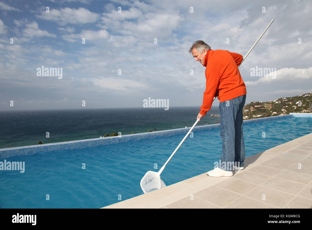 how to clean swimming pool