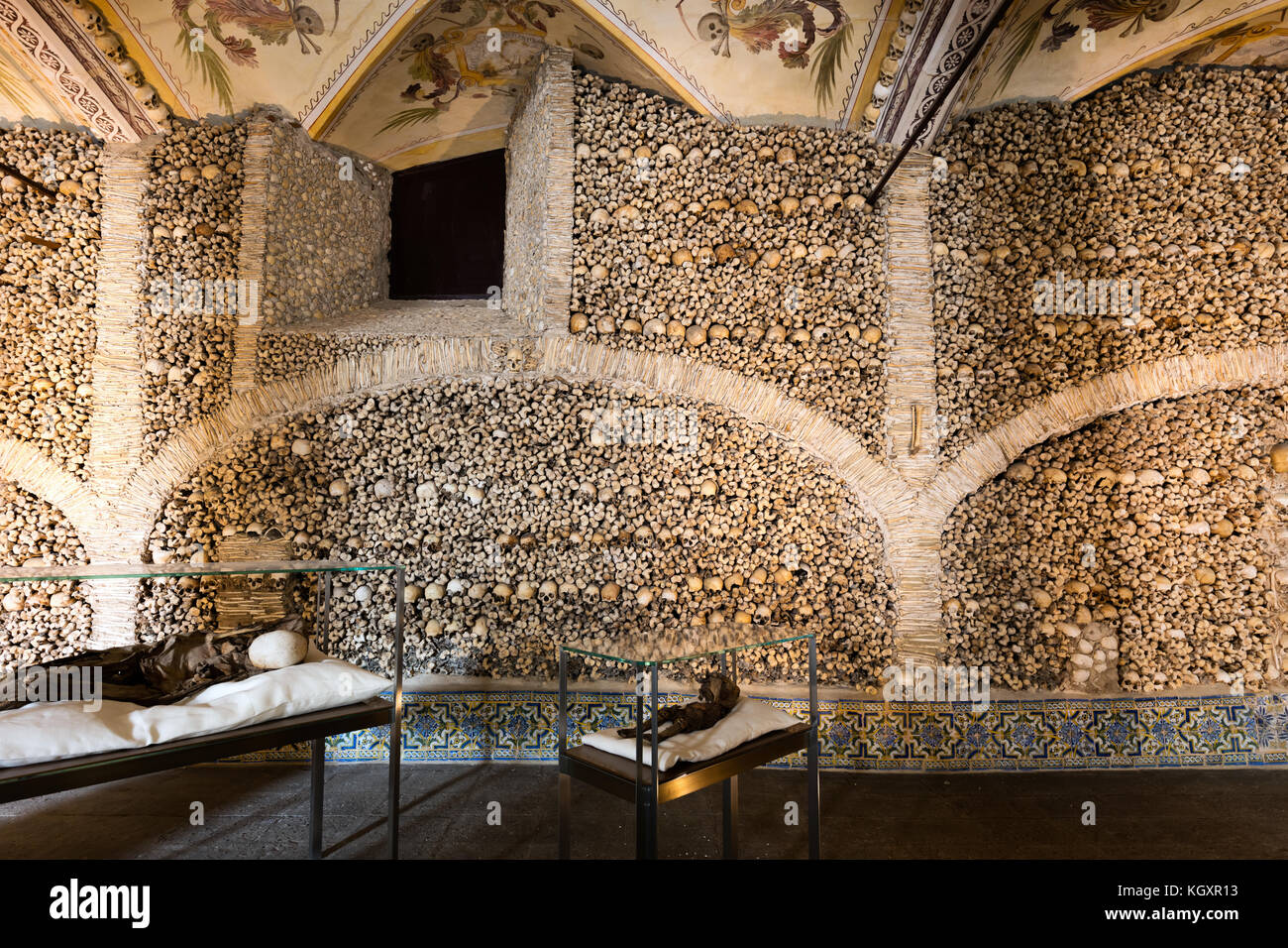 Capela dos Ossos was built in the 16th century by a Franciscan monk to prod his fellow brothers into contemplation - Stock Image