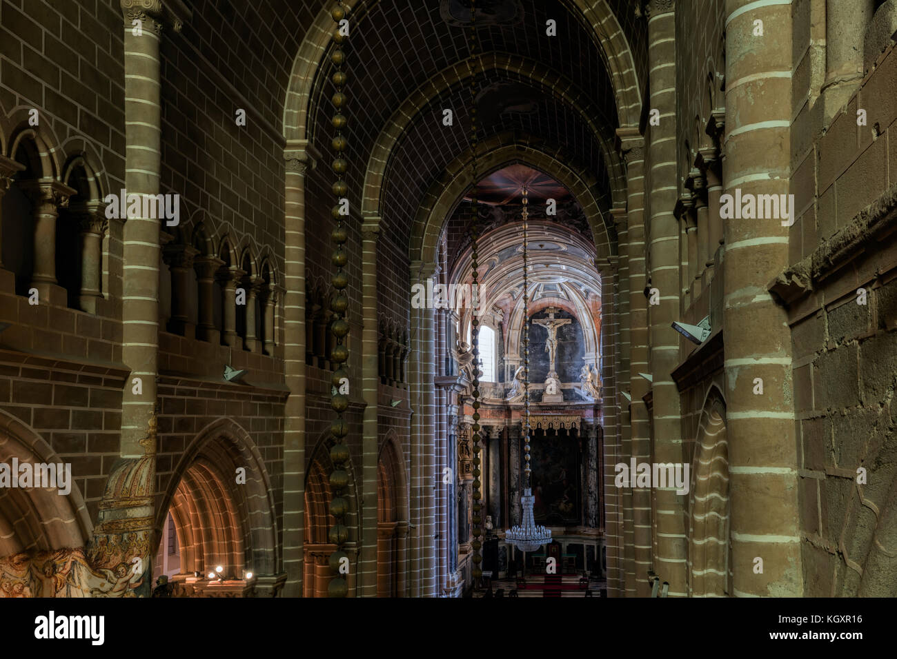 View of the central nave of the Se Cathedral of Evora, Portugal, originated in the 13th century - Stock Image