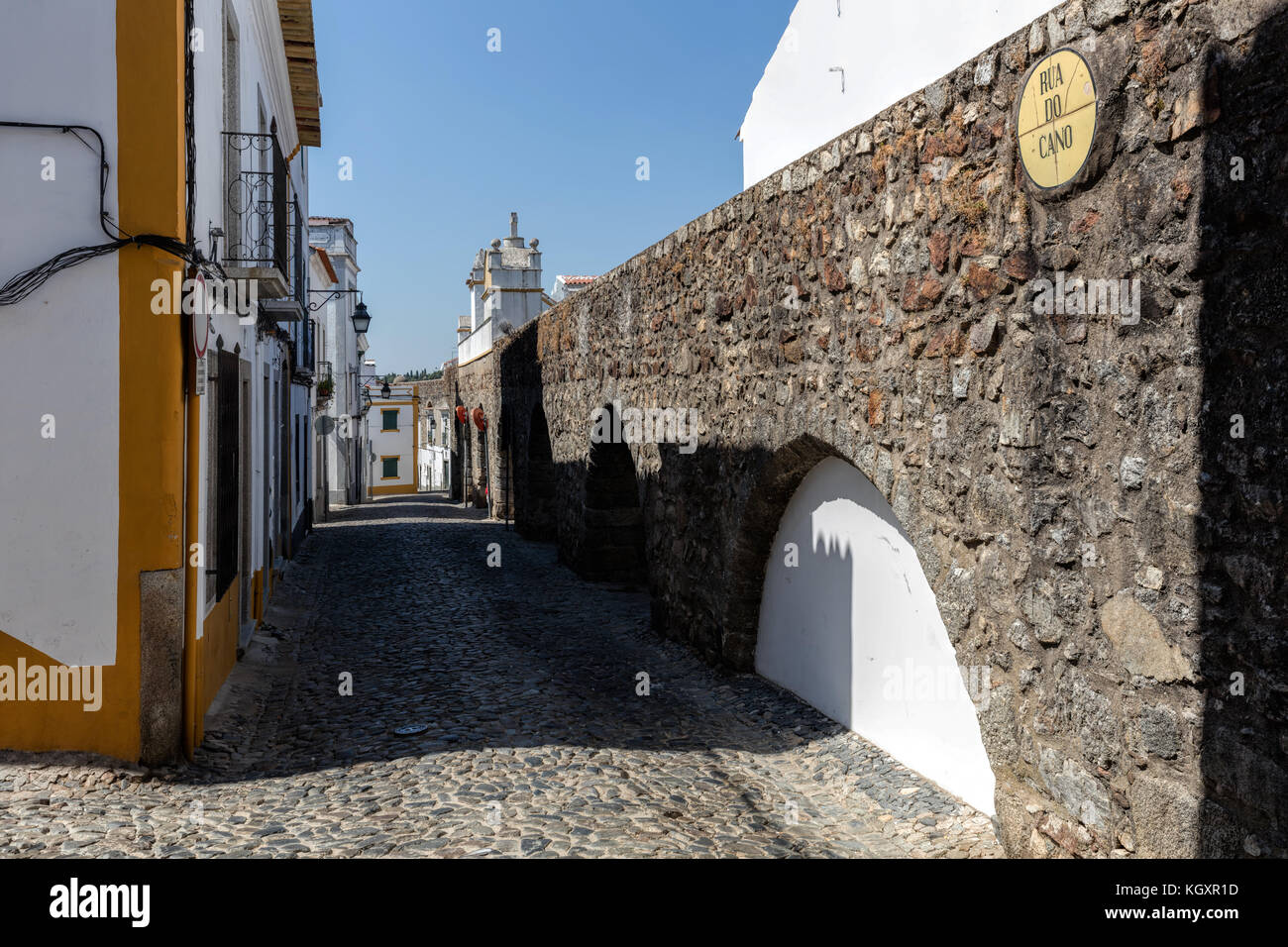 Evora aqueduct, one of the Iberian Peninsula's greatest 16th century building projects - Stock Image