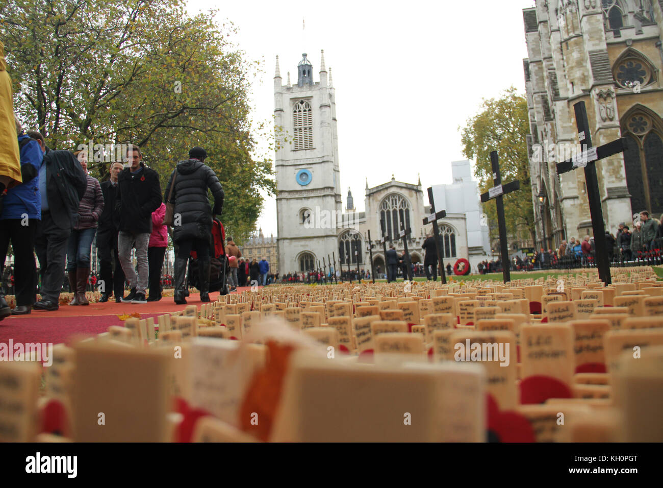 London, UK. 11th Nov, 2017. People seen walking into the Westminster Abbey compound, where thousands of crosses - Stock Image