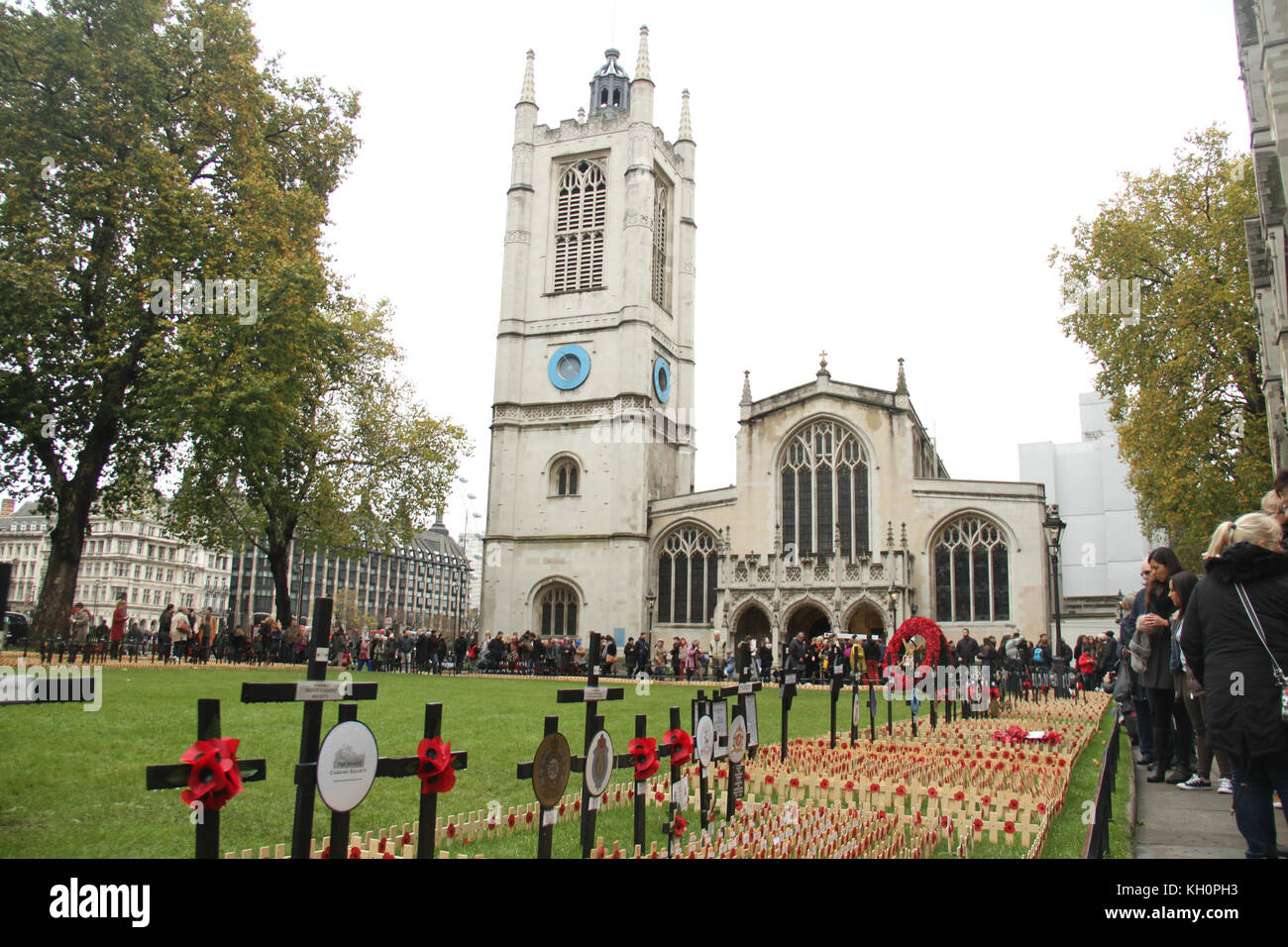 London, UK. 11th Nov 2017. People seen walking below St Margaret's Church in the Westminster Abbey compound, - Stock Image