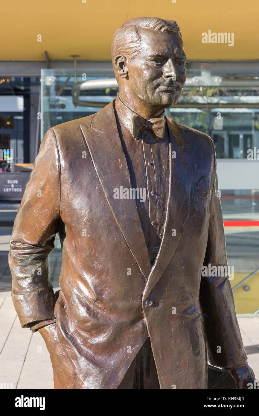 Cary Grant (Bristol-born actor) bronze statue in Millennium Square, Harbourside, Bristol, England, United Kingdom - Stock Image