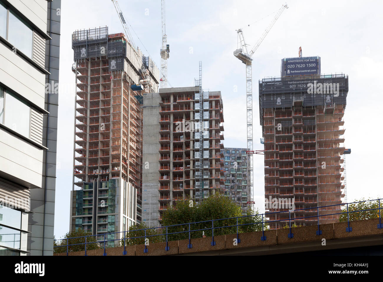 New apartments under construction at Canary Wharf, London - Stock Image
