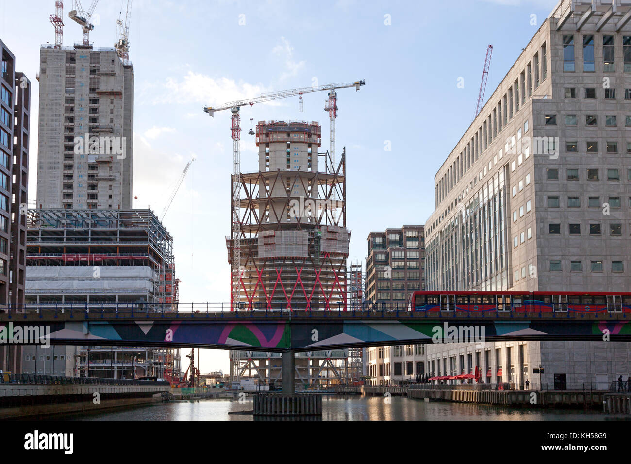 Docklands Light Railway and new building under construction at Heron Quays, Canary Wharf, London - Stock Image