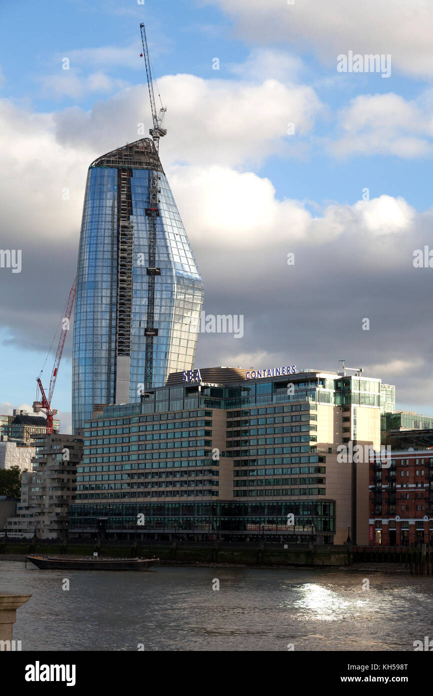 'One Blackfriars' and Sea Containers House beside the Thames, London - Stock Image
