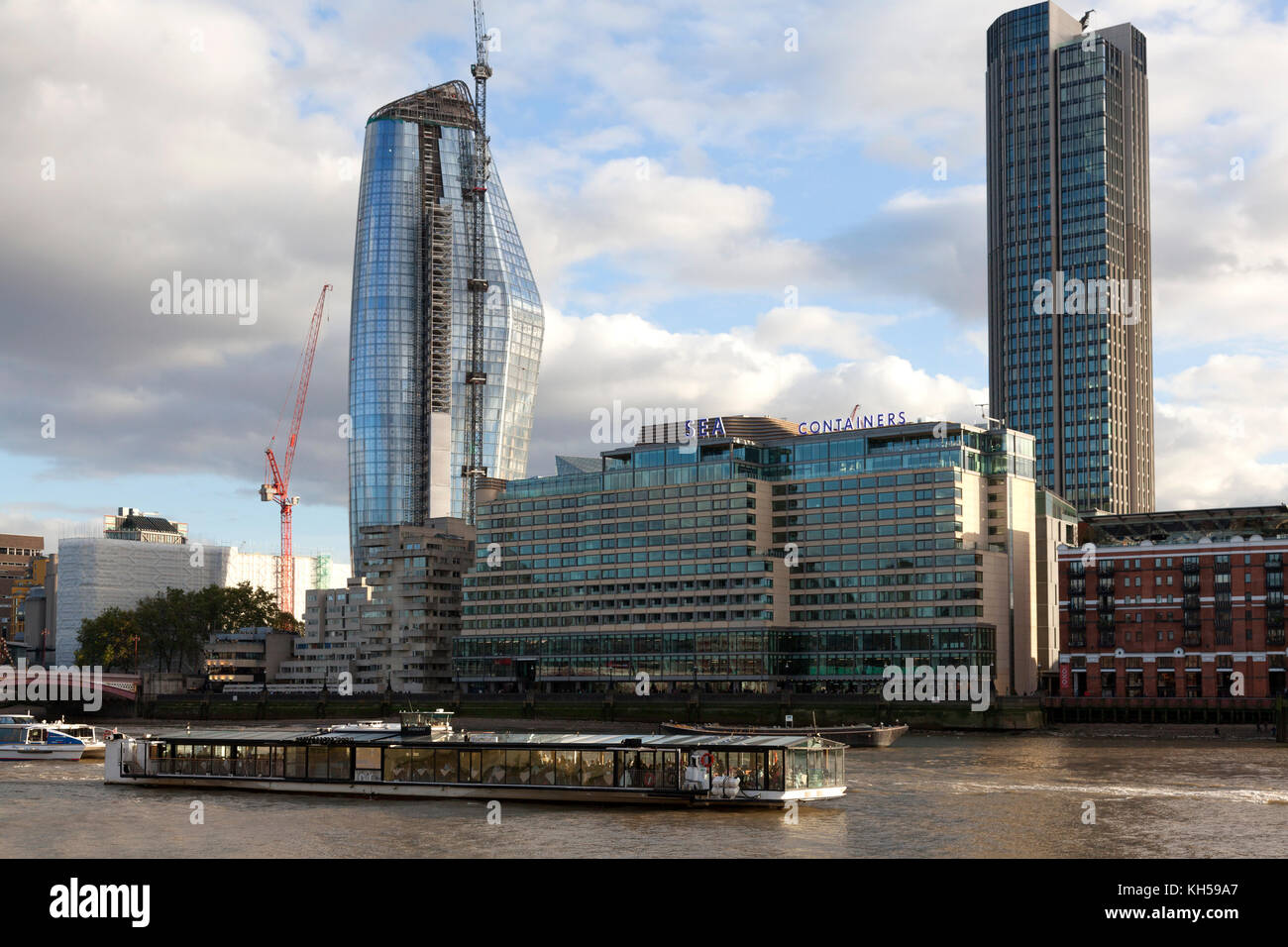 'One Blackfriars', Sea Containers House and South Bank Tower beside the Thames, London - Stock Image