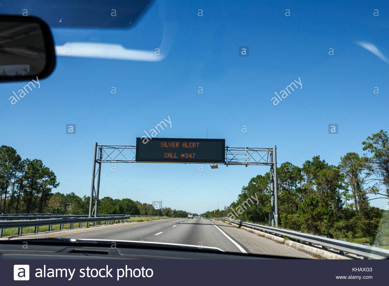 Florida Fort Ft. Pierce Florida Turnpike toll road electronic sign message board silver alert missing senior citizen - Stock Image