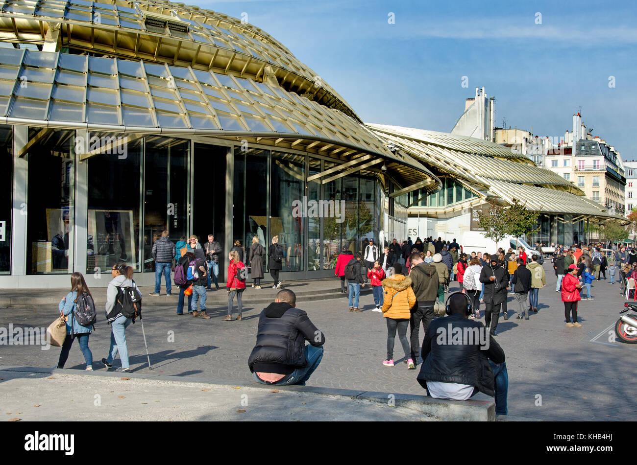 paris shopping centre stock photos paris shopping centre. Black Bedroom Furniture Sets. Home Design Ideas