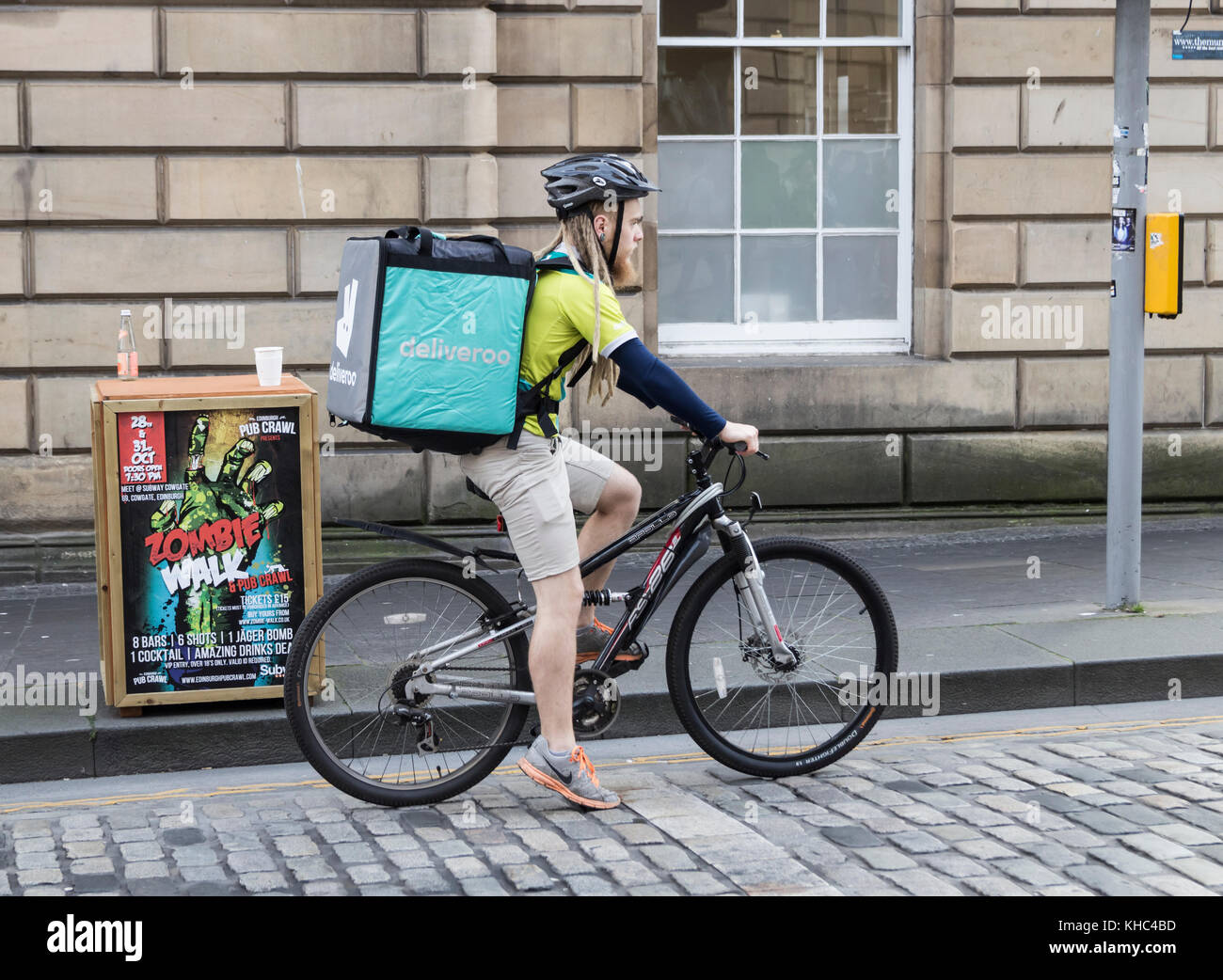 Deliveroo Stock Photos  amp  Deliveroo Stock Images - Alamy 904cf8254