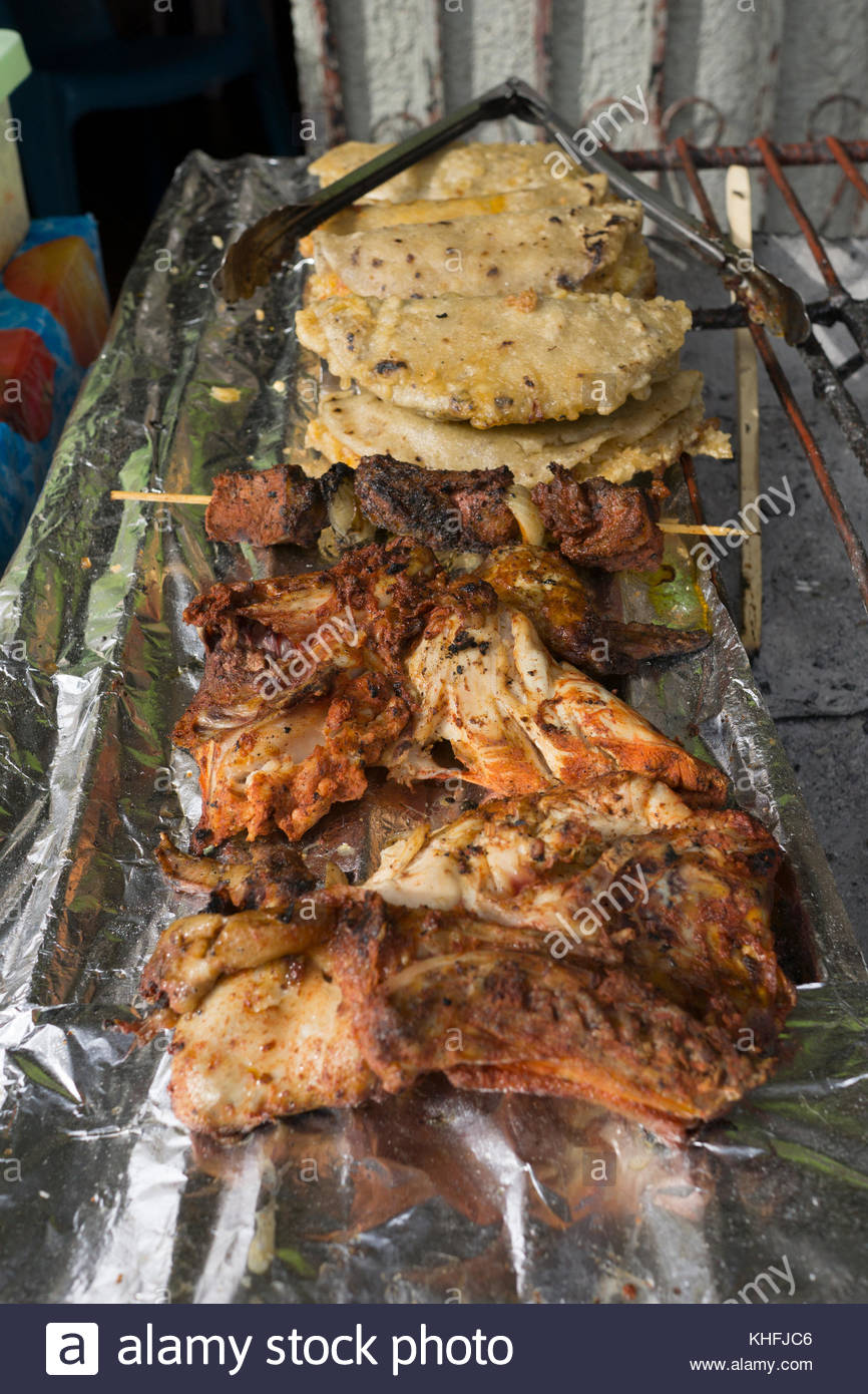 grilled-chicken-and-maize-cakes-at-a-nic