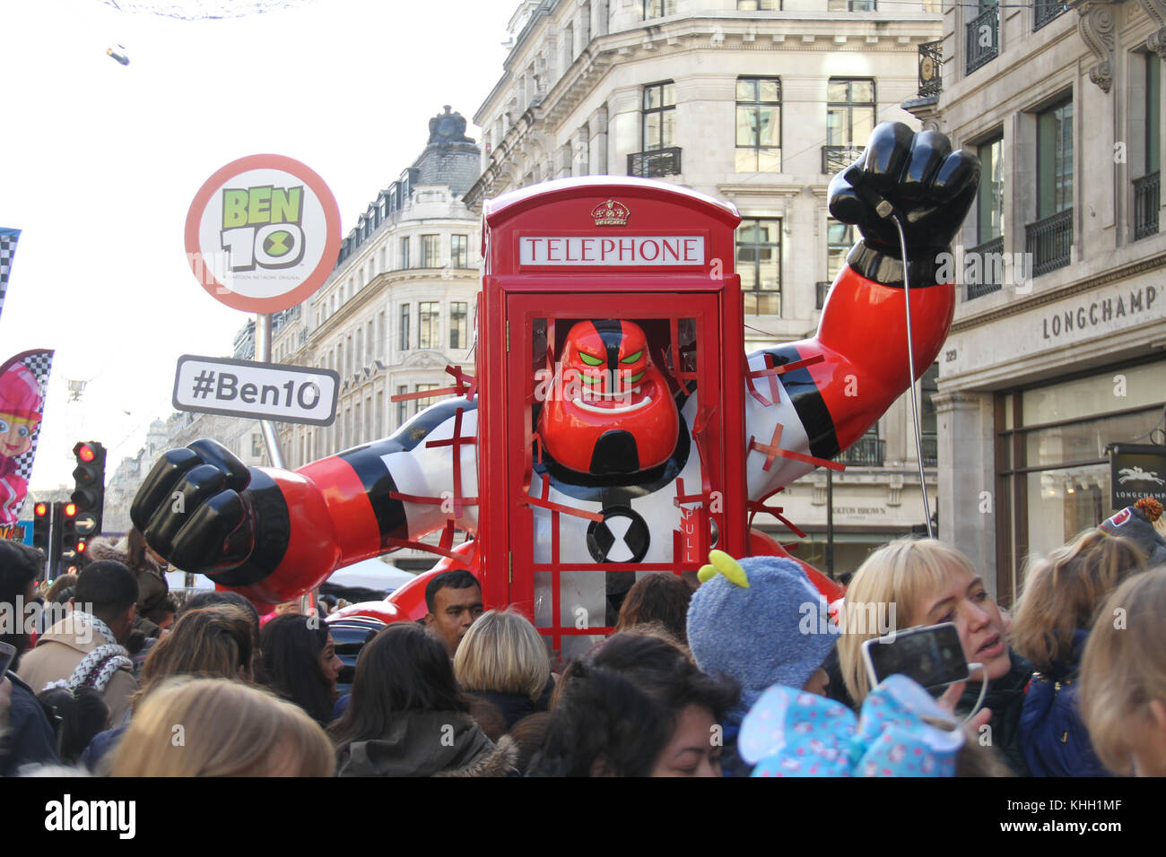 London, UK. 19th Nov 2017.  People with their children seen around a Ben 10 Hero installation during the Hamleys - Stock Image