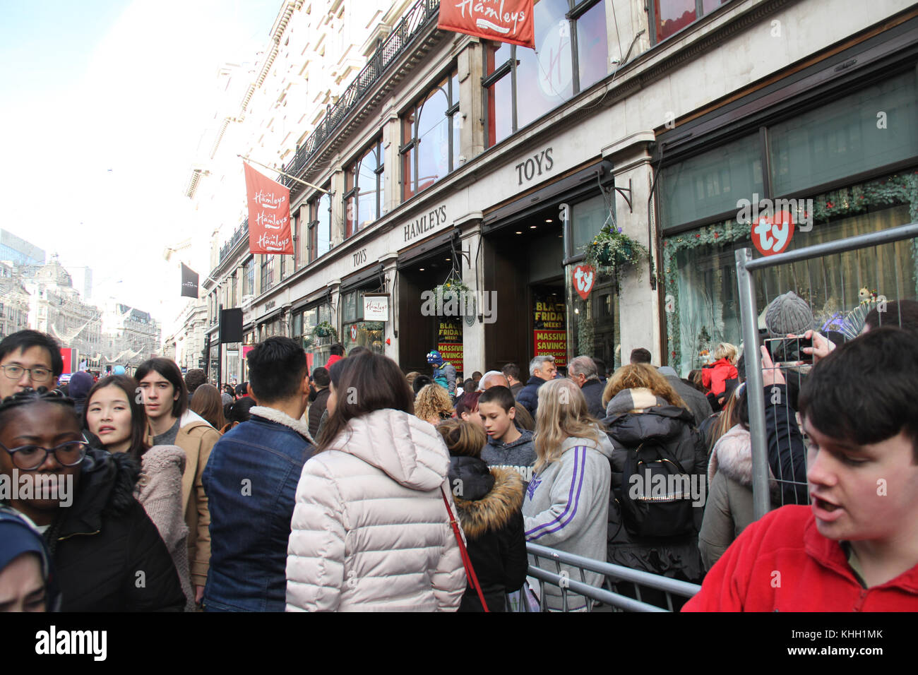 London, UK. 19th Nov 2017.  Hundreds of people attended the Hamleys Christmas Toy Parade on a traffic-free Regents - Stock Image