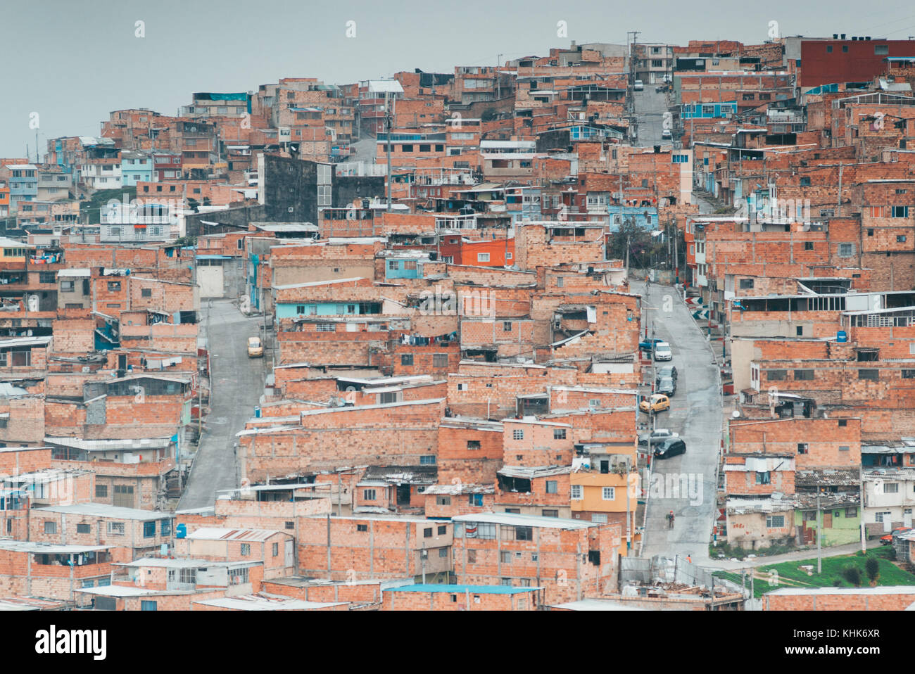 Looking out over the terracotta houses on the hillside suburb of Las Colinas, a neighbourhood in Bogotá, Colombia - Stock Image