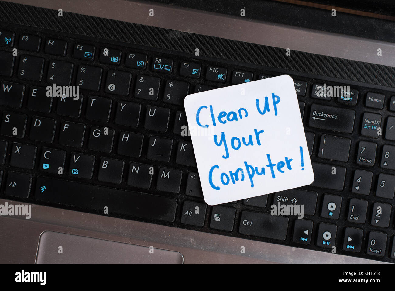 how to clean up your laptop