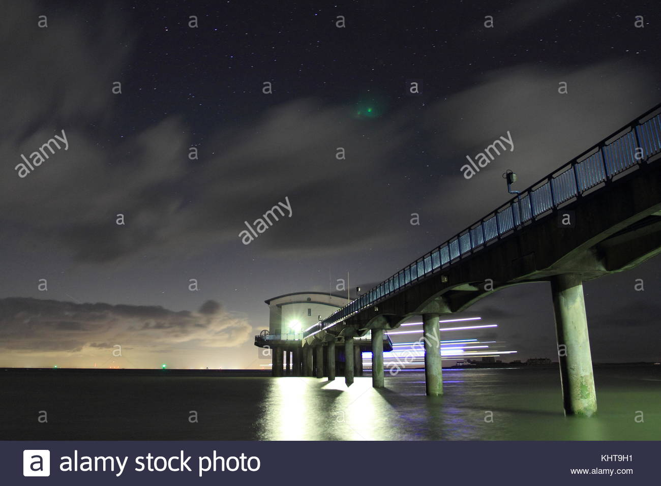 roa-island-lifeboat-station-at-night-tak