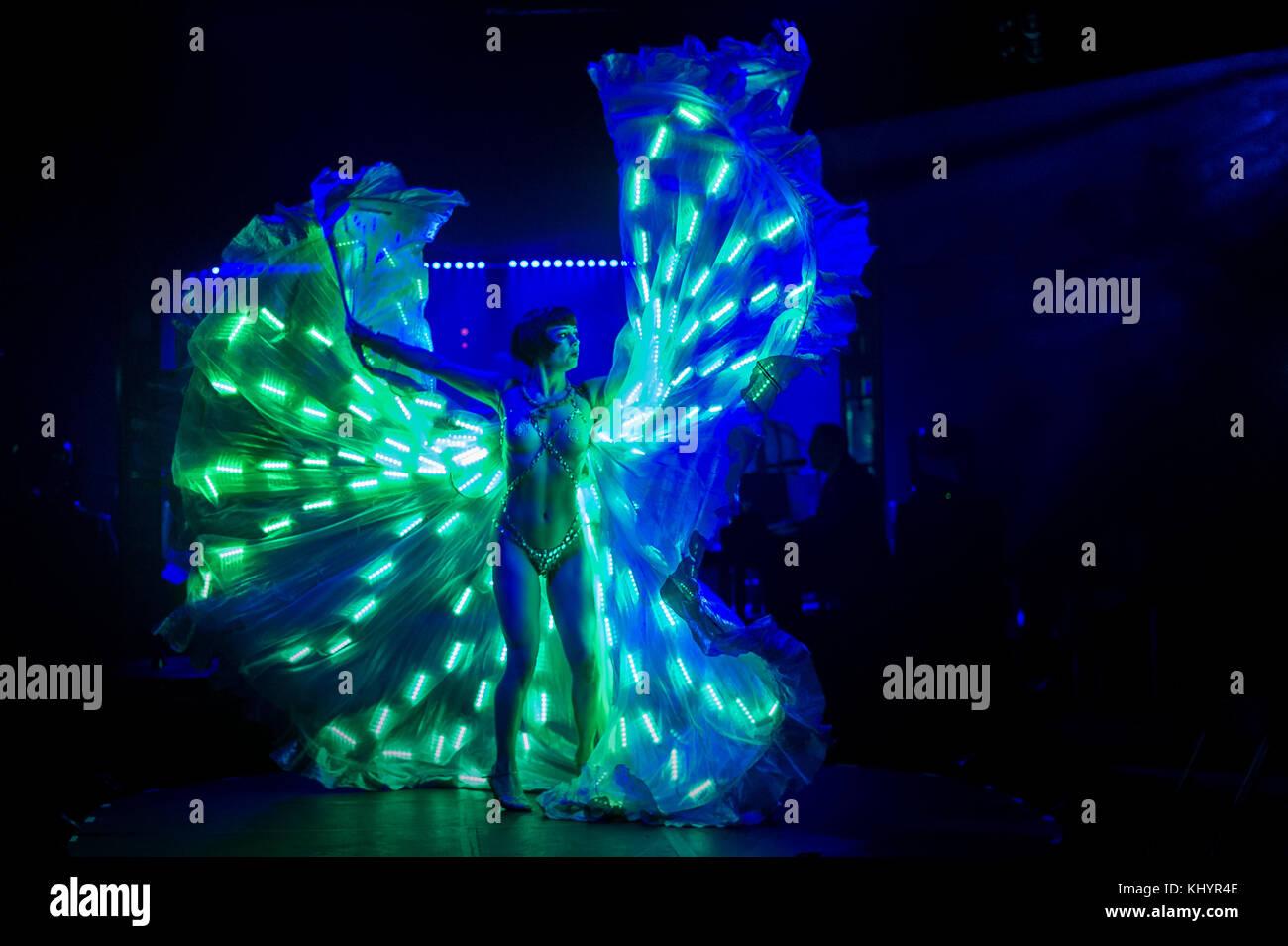 Edinburgh, UK. 21st Nov, 2017. Edinburgh UK Nov 21 2017; Vicky's Lights of La Clique Noël perform for Edinburgh - Stock Image