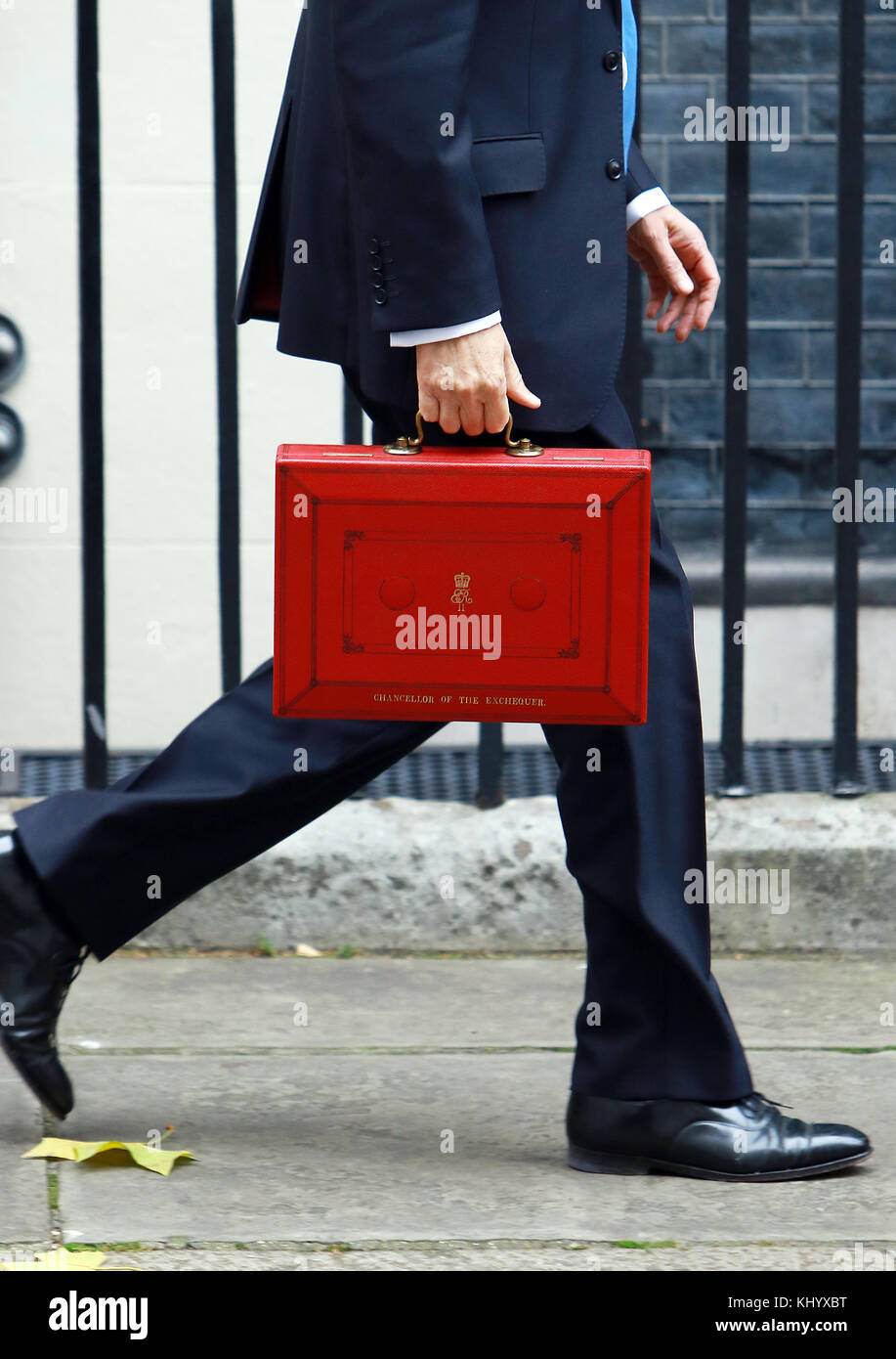 London, UK. 22nd Nov, 2017. Philip Hammond displays the budget briefcase ahead of delivering his Autumn Budget on - Stock Image