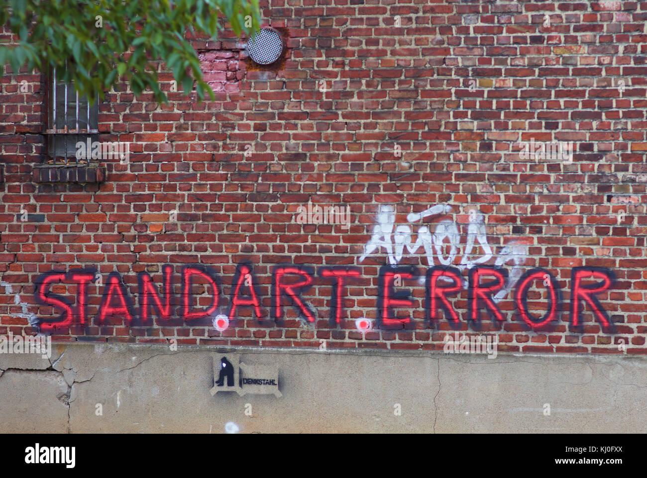 standarterror-graffiti-on-brick-wall-KJ0