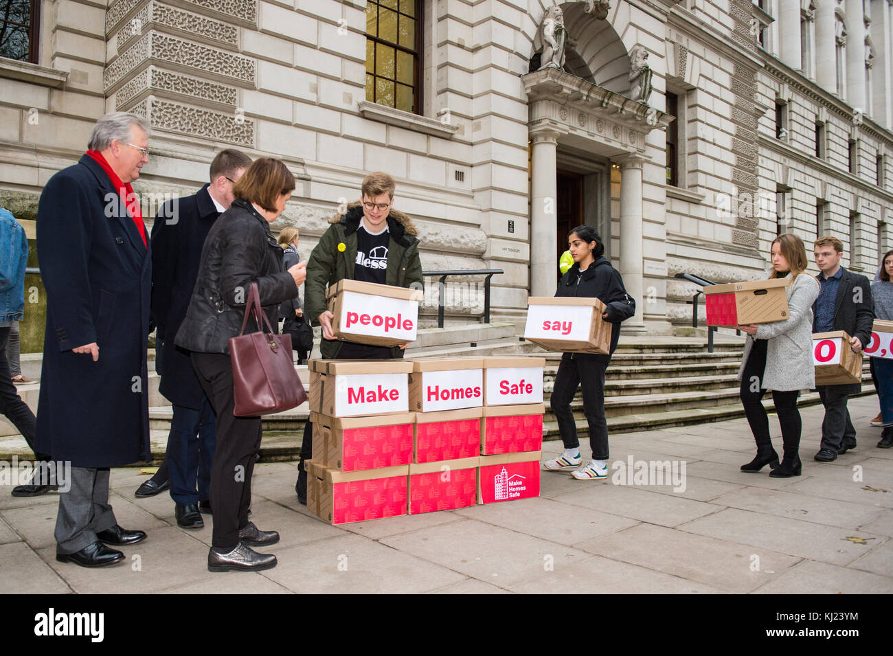 London, United Kingdom. 21st November 2017.Peter Dowd MP, Labour's Shadow Chief Secretary to the Treasury and - Stock Image
