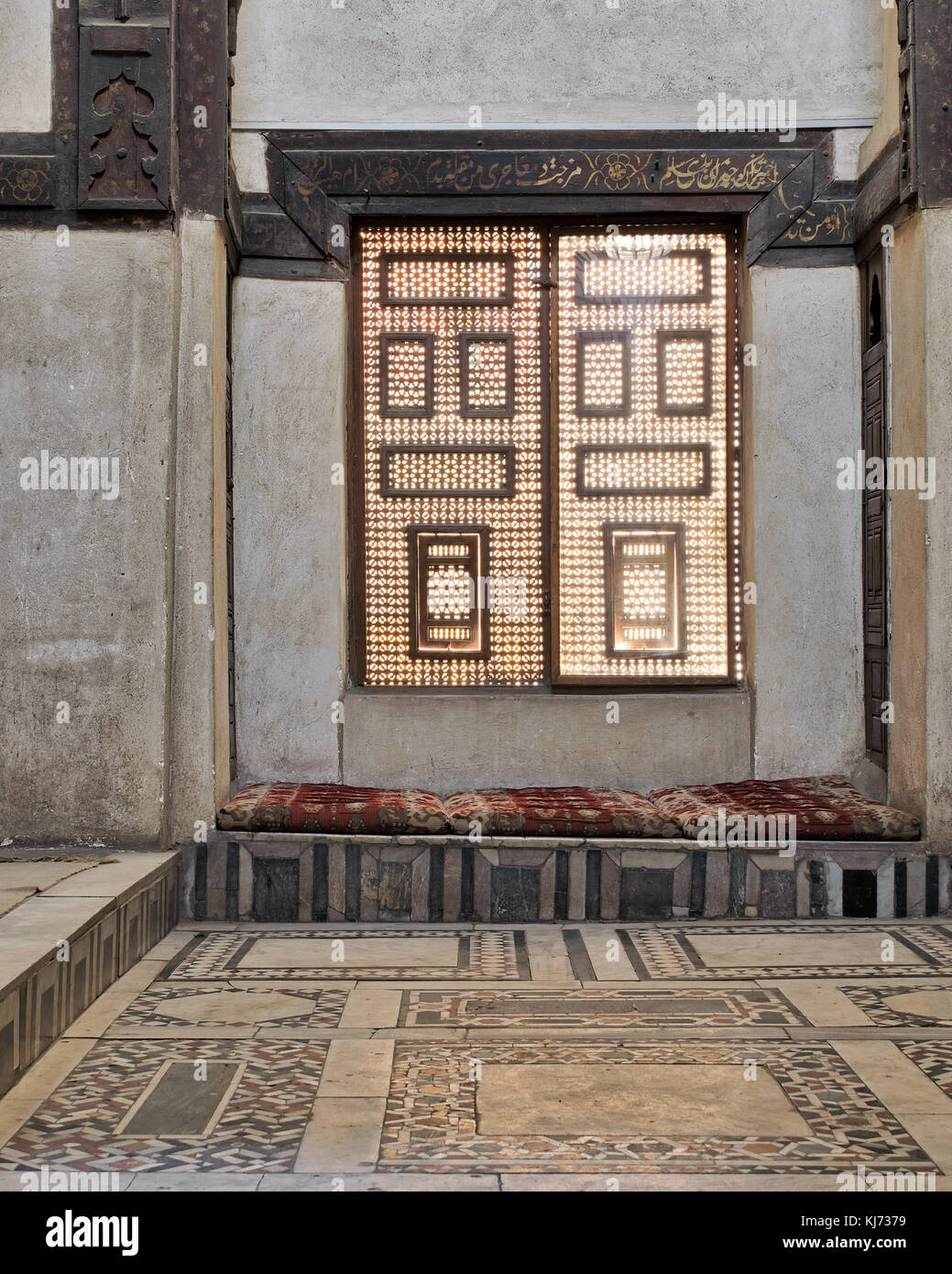 Interleaved wooden window (Mashrabiya) with built-in couch, Beit El Sehemy, Medieval Cairo, Egypt - Stock Image