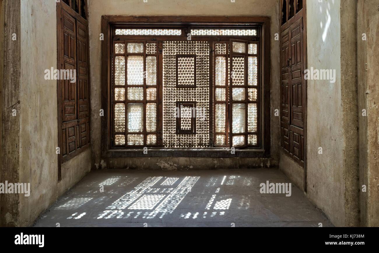Interleaved wooden window (Mashrabiya), Medieval Cairo, Egypt - Stock Image