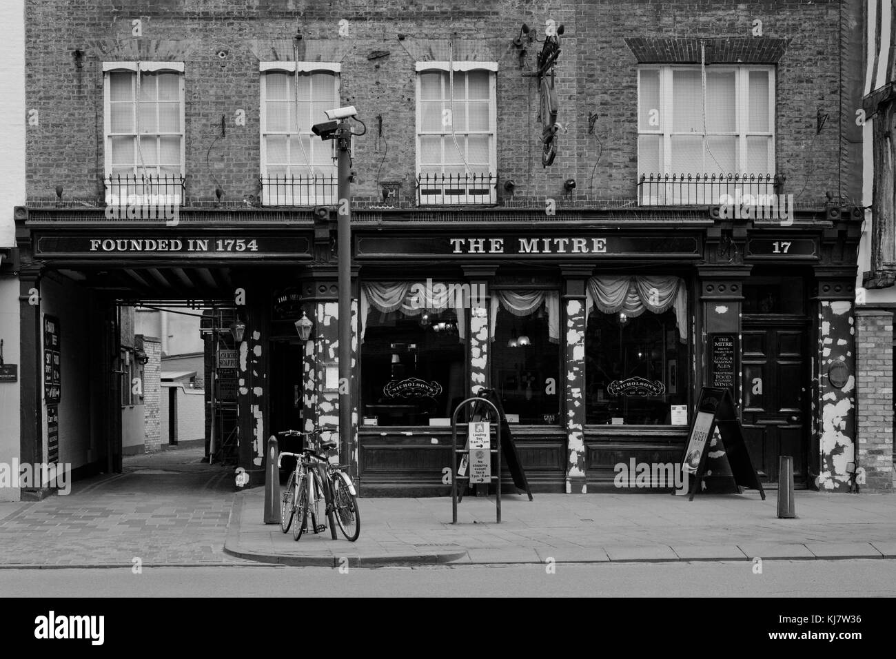 The Mitre public house Cambridge before redecoration - Stock Image