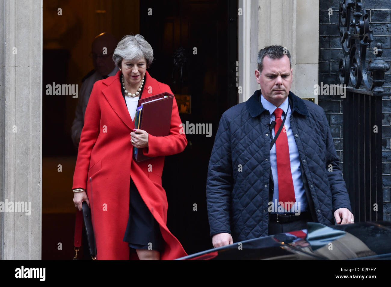 London, United Kingdom. 22th November 2017. Prime Minister Theresa May leaves 10 Downing Street bound for the House Stock Photo