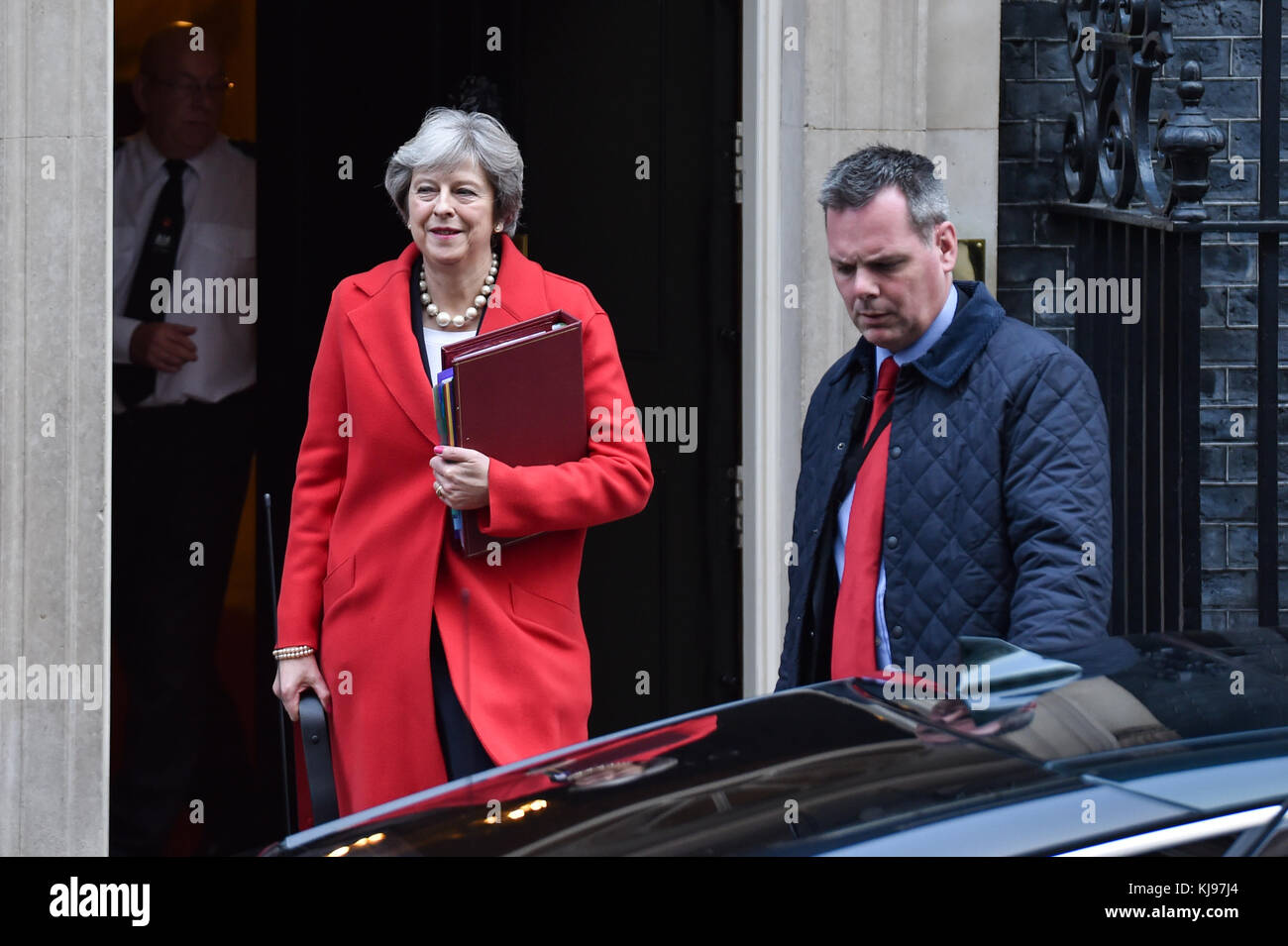 London, United Kingdom. 22th November 2017. Prime Minister Theresa May leaves 10 Downing Street bound for the House - Stock Image