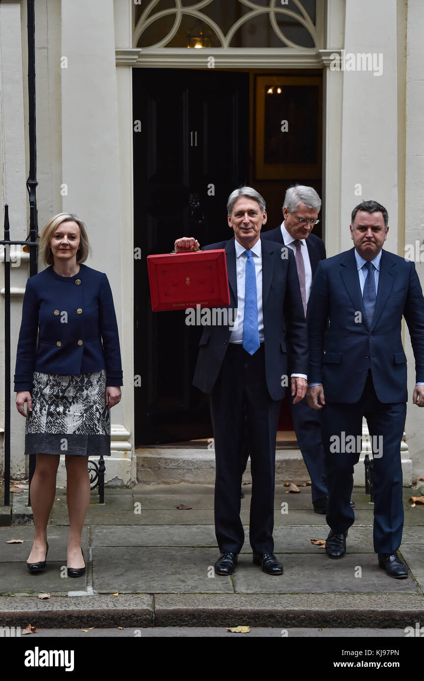 London, United Kingdom. 22 November 2017. Philip Hammond, Chancellor of the Exchequer, departs 11 Downing Street - Stock Image