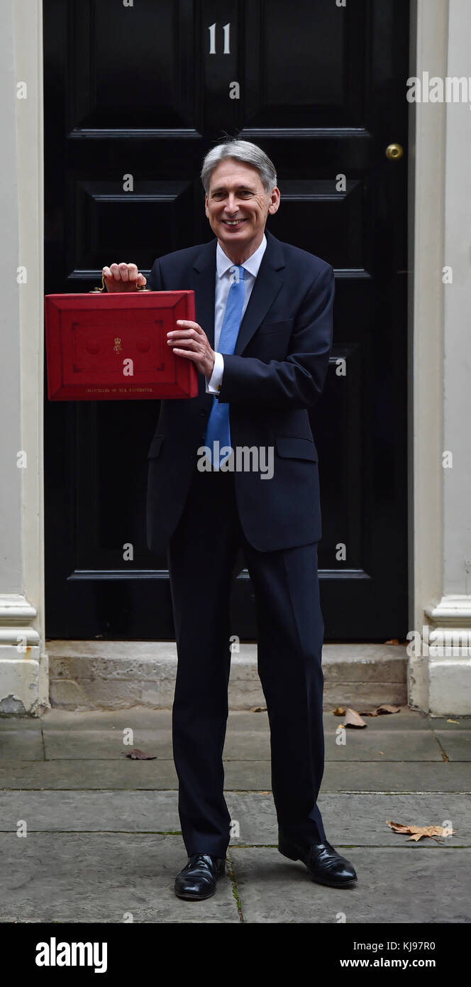 London, United Kingdom. 22 November 2017. Philip Hammond, Chancellor of the Exchequer, departs 11 Downing Street Stock Photo